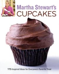 Martha Stewart Living Magazine: Martha Stewart's Cupcakes: 175 Inspired Ideas for Everyone's Favorite Treat
