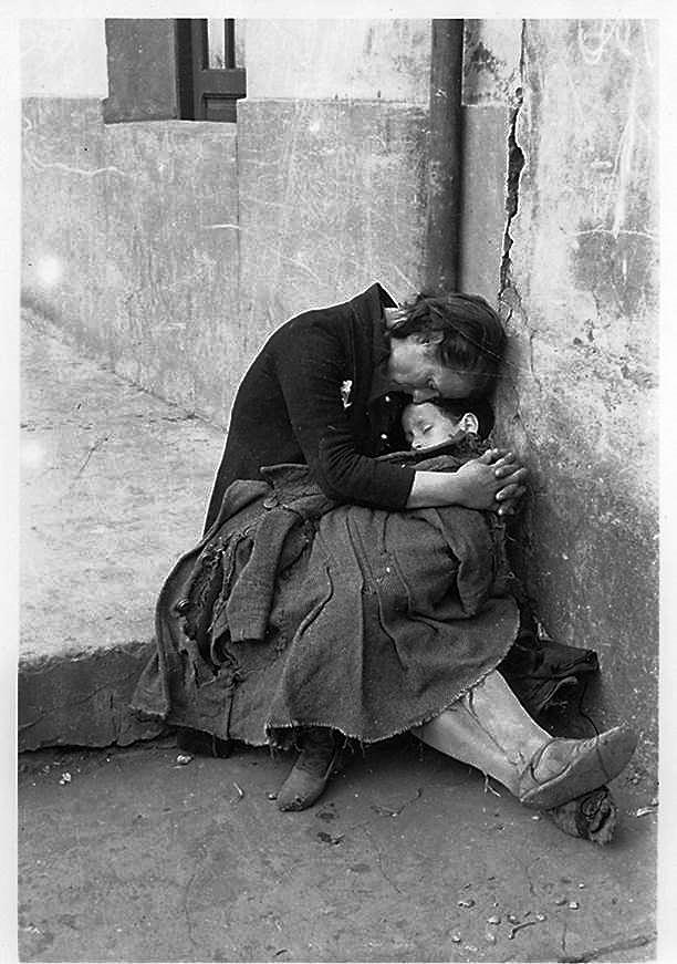 Archivo fotográfico del Muséu del Pueblu d'Asturies. Foto incorporada a la Galería del Proyecto didáctico 'En píe de guerra ¿Periodista o escritor?'