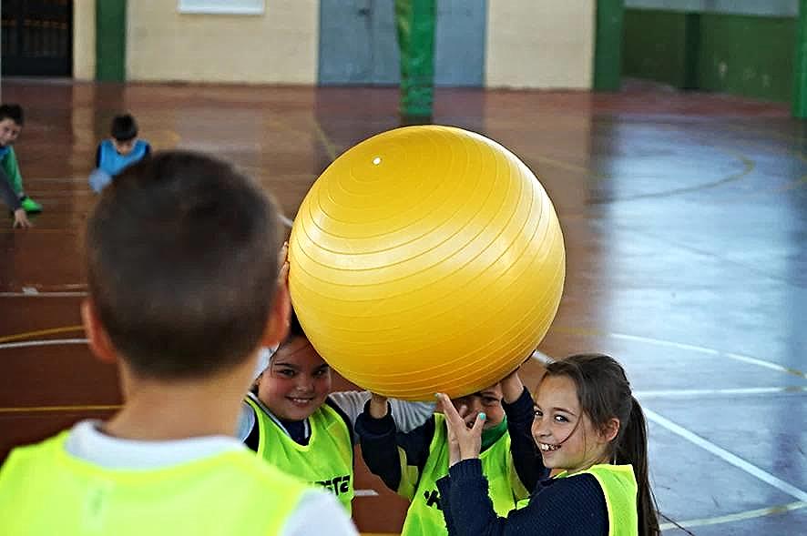 Colocación del equipo para realizar un saque en 'baloncodo' | Foto facilitada por Norberto Domínguez