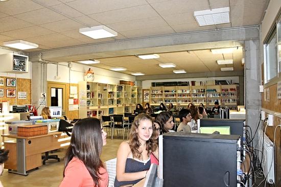 Fotografía de Isabel Castro, En la biblioteca del instituto.