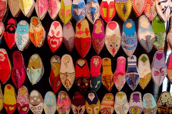 Detalles de la exposición del Proyecto: Las Babuchas de Bena-Mukarran. Colegio Público de Educación Infantil y Primaria 'Eduardo Ocón Rivas' de Benamocarra (Málaga) | Porfolio Colectivo Dibujo-IEDA Portfolio, en Pinterest