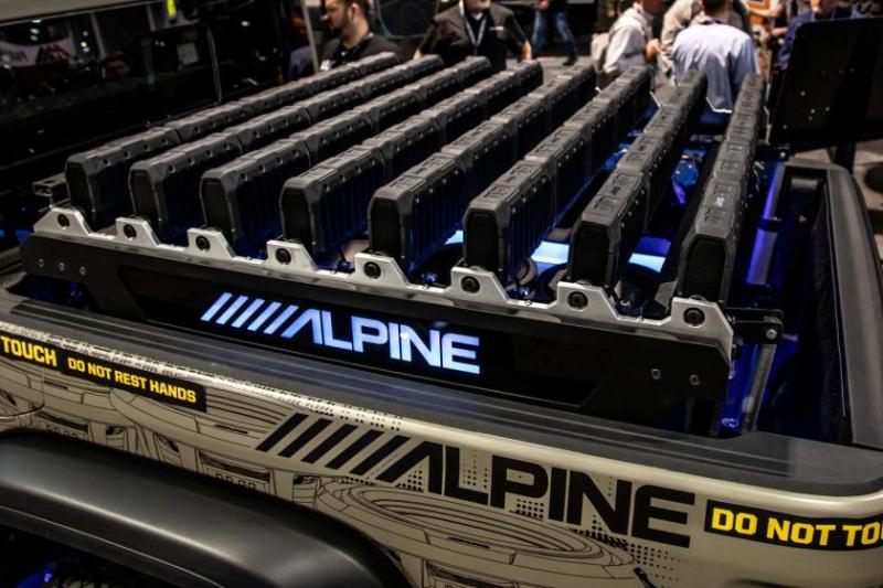 2020 Jeep Gladiator Alpine Equalizer Bed Closeup