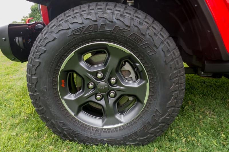2020 Jeep Gladiator Tire