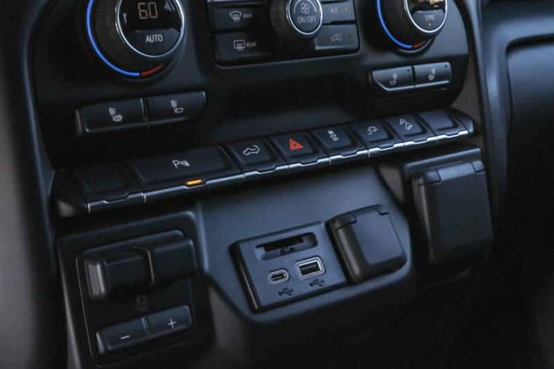2020 Chevrolet Silverado 2500 Center Console