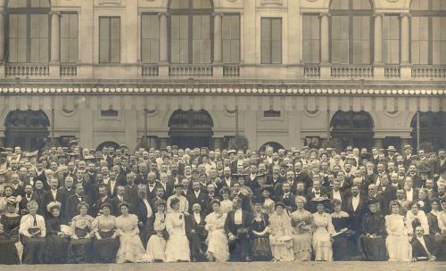 Photograph of delegates at the First International Esperanto Congress seated in front of a buliding