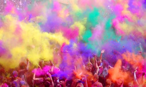 Holi_Festival_the_big_toss_by_vannie_lou
