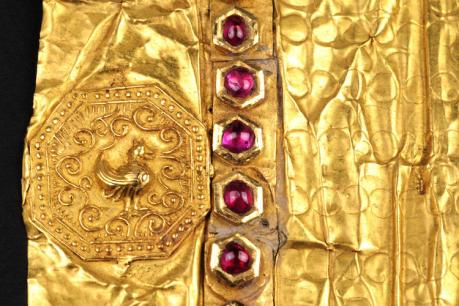 Detail of the Burmese letter showing the king's seal stamped in gold, with the row of rubies at the beginning of the letter. Copyright Gottfried Willem Leibniz Library, Hanover.