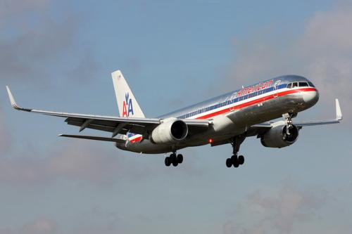 1024px-American_Airlines_Boeing_757-200_N668AA