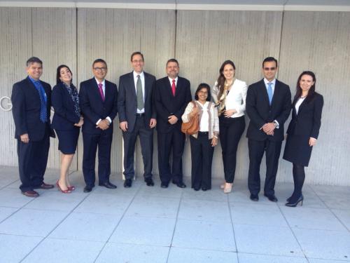 Foto fuera del Banco Mundial, audiencia de septiembre de 2014, para discutir el fondo de la controversia en CIADI. Foto propiedad de Humberto Sanz